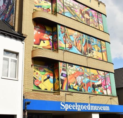 Het Speelgoedmuseum bevindt zich net achter het station van Nekkerspoel.